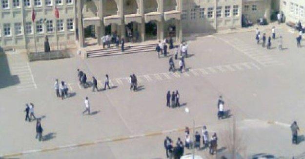 Okul idaresi mezhepçi şikayette bulundu iddiası