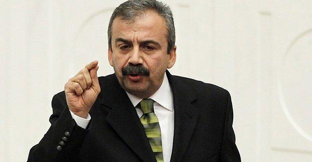 Sırrı Süreyya: Kürt evine giremiyor, Türk evinden çıkamıyor