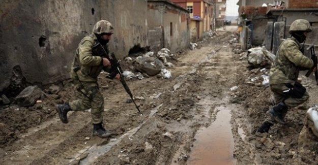 Operasyonların sona erdiği Sur'da çatışma: 4 kişi yaşamını yitirdi