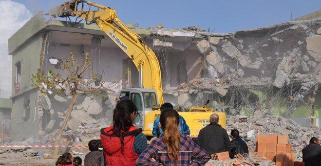 Silopi'de yaklaşık 400 evin yıkımına başlandı