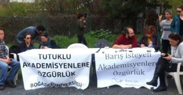 Tutuklu barış akademisyenleri için nöbet başladı