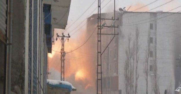 Yüksekova'da şiddetli patlamalar yaşanıyor