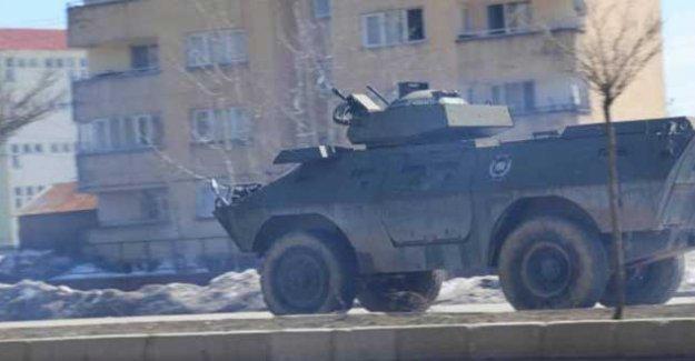 Yüksekova'da yasak başlamadan top atışları: 4 kişi yaralandı