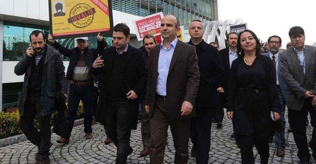 Zaman Gazetesi Genel Yayın Yönetmeni işten atıldı