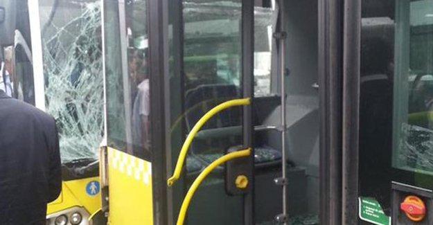 2 metrobüs çarpıştı: 4 yaralı