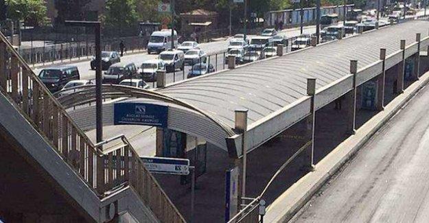 Avcılar'da metrobüs durağı 'bomba ihbarı' üzerine kapatıldı