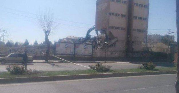 Bağlar'da yetiştirme yurdu da karakol yapılmak için yıkıldı iddiası