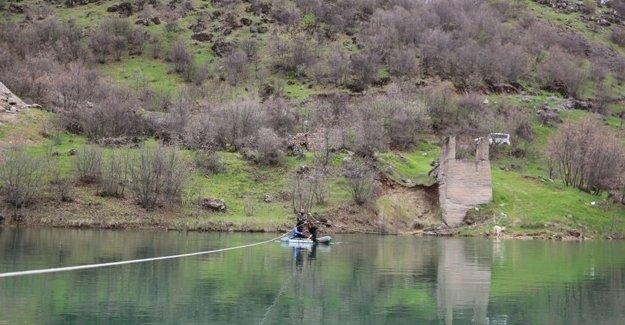Baraj nedeniyle mahsur kalan aile köprü talep ediyor