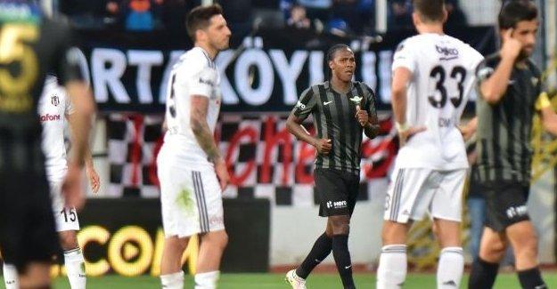 Beşiktaş'a şampiyonluk yolunda Akhisar'dan darbe