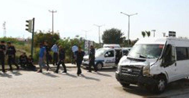 Çevik Kuvvet minibüsü kaza yaptı: 7 polis yaralı