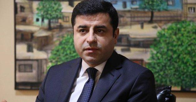 Demirtaş: Barışa giden yolda AKP'nin durdurulması lazım
