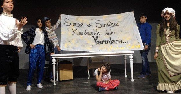 Diyarbakır'da başka şeyler de oluyor