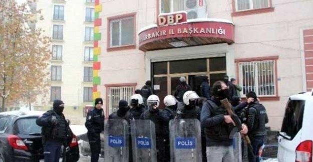 Diyarbakır'da KJA ve DBP'ye operasyon: Çok sayıda isim gözaltına alındı