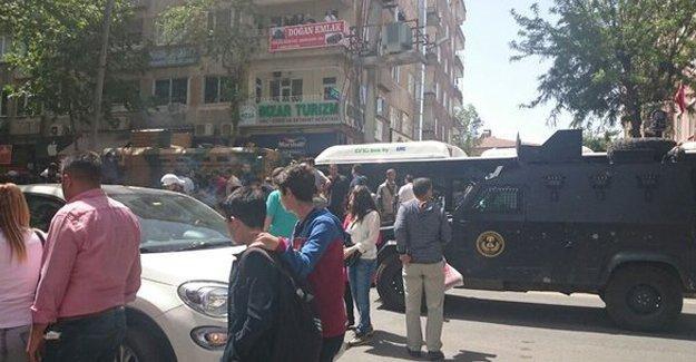 Diyarbakır'da zırhlı araç bir kadını ezdi
