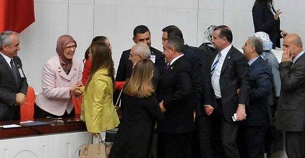 Ensar Vakfı'na savunan Aile Bakanı'na tebrik kuyruğu