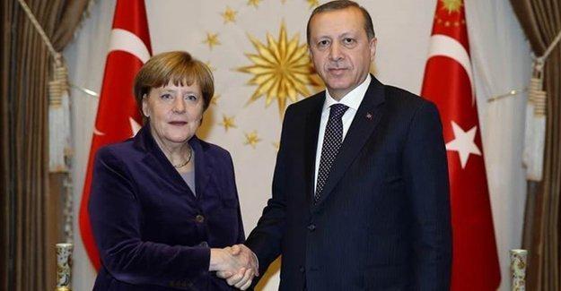 Merkel'den Erdoğan'a: Gözaltı ve görevden almalar endişeye yol açtı