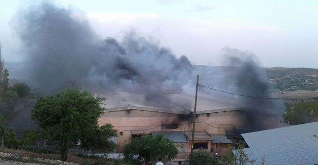İplik fabrikasında yangın: 6 işçi hastaneye kaldırıldı