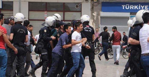 Kilis'te isyan eden halk valiliğe yürümek istedi, polis çok sayıda kişiyi gözaltına aldı