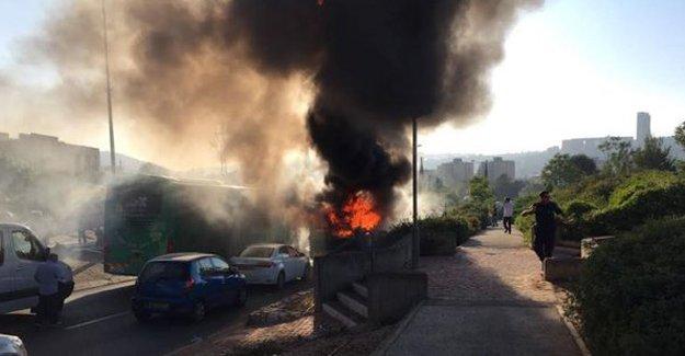 Kudüs'te otobüste patlama: 2'si ağır en az 15 yaralı