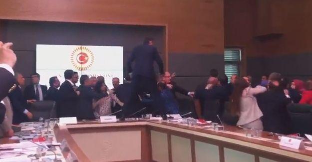 Meclis'te bir kez daha yumruklu arbede