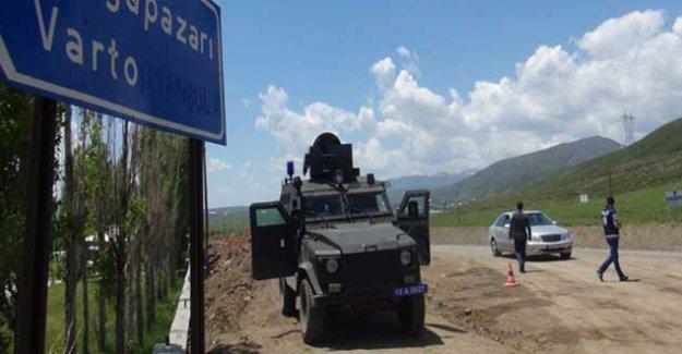 Muş Varto'da zırhlı polis aracına bombalı saldırı