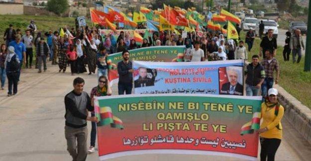 Nusaybin sınırındaki Kamışlı'da AKP karşıtı yürüyüş