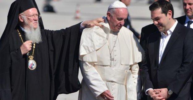 Papa, mültecilere destek için Midilli'de