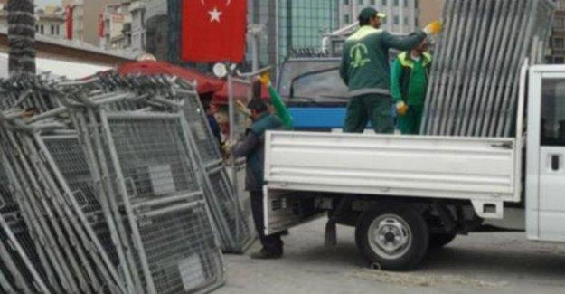 Taksim Meydanı'nda 1 Mayıs öncesi 'hazırlıklar' başladı