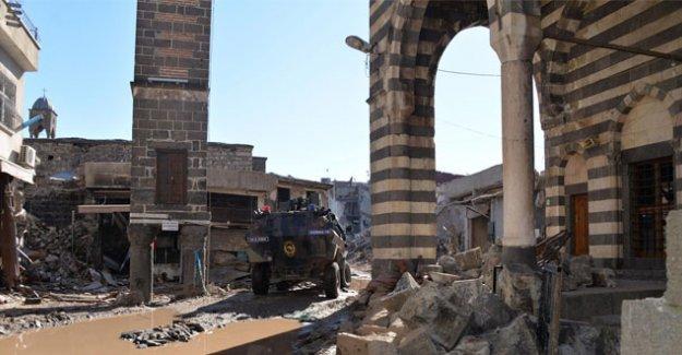 'Abluka' altındaki Sur'un 14 sokağında yasak kalktı