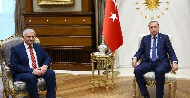 Binali Yıldırım yeni kabine listesini Erdoğan'a sundu