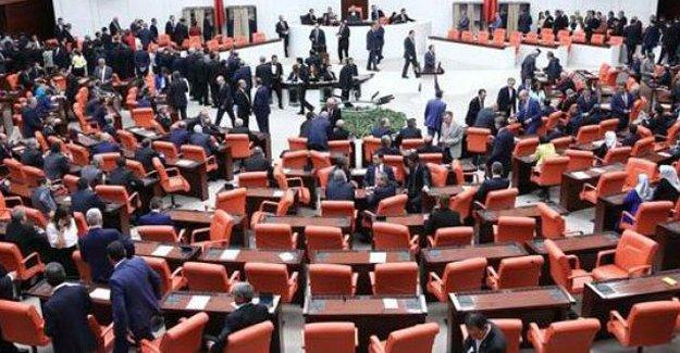 CHP'li vekiller, Meclis Başkanı'nı protesto ederek Genel Kurul'u terk etti