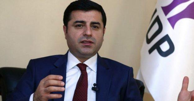 Demirtaş: AKP ülkeyi tek adam rejimine götürmeye çalışıyor