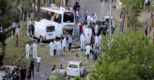 Diyarbakır'da 10 Mayıs'taki saldırıda yaralanan polis hayatını kaybetti