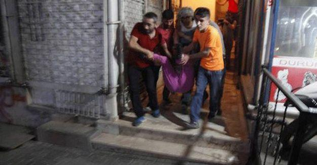 Gazi Mahallesi'nde evinin balkonunda vurulan kadın yaşamını yitirdi