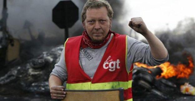Fransa'da grev büyüyor: Demiryolu işçileri de grev kararı aldı