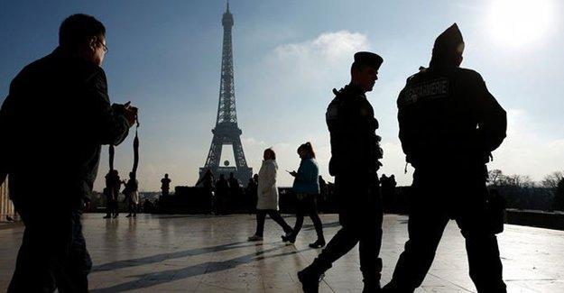 Fransa'da olağanüstü hal iki ay uzatıldı
