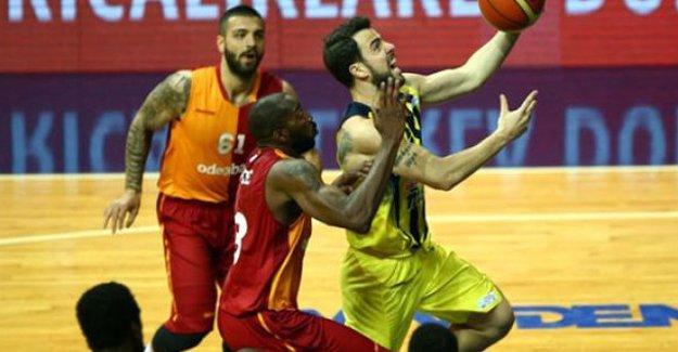 Galatasaray'a basketbolda seyircisiz oynama cezası