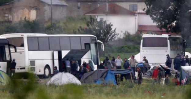 İdomeni mülteci kampı tahliye ediliyor