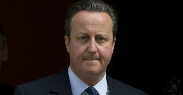 İngiltere Başbakanı Cameron görevi bırakacağını açıkladı