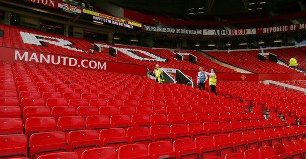 Old Trafford'da güvenlik alarmı: Maç ertelendi