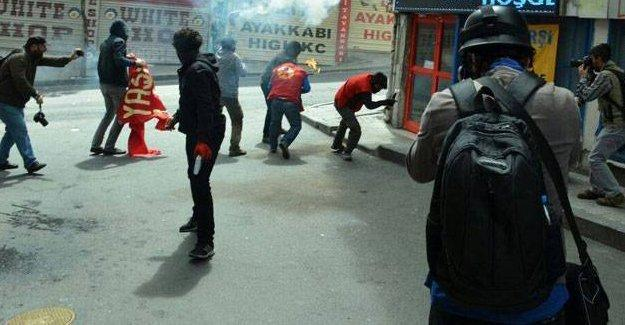 İstanbul'da haber takibi yapan bir gazeteci gaz kapsülüyle yaralandı