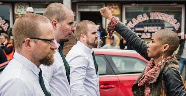 İsveç'te siyahi bir kadın Nazilere yumruğuyla meydan okudu
