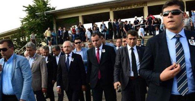 Kılıçdaroğlu'na asker cenazesinde yumurtalı saldırı