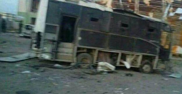 Silopi'de polis servisi aracı geçişi sırasında patlama
