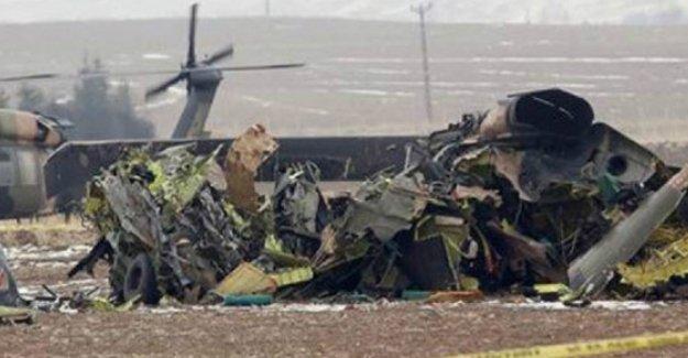 Türkiye sınırındaki Suriye helikopteri düştü