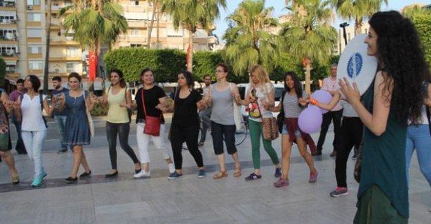 Adana'da Çilem Doğan'ın tahliyesini kutlayan kadınlara saldırı