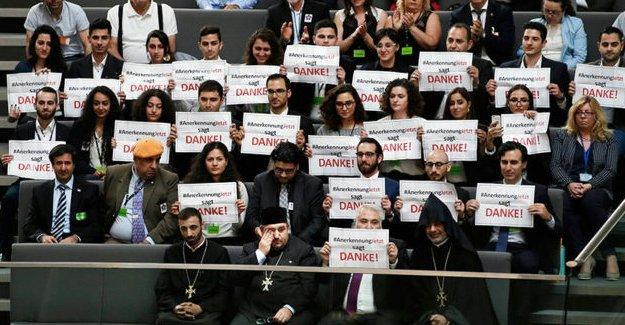 Almanya'nın soykırım kararına evet diyen Türkiye kökenli 11 vekile Nobel önerisi