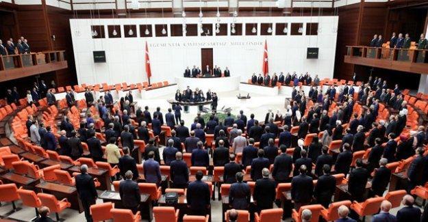 CHP, HDP ve MHP'nin 'havalimanı saldırısı araştırılsın' tekliflerine AK Parti'den ret