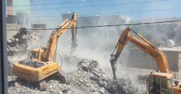 Cizre'de yıkım başladı
