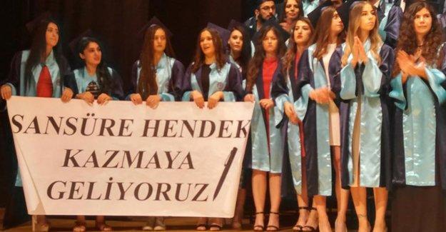 Ege Üniversitesi İletişim öğrencileri: 'Sansüre Hendek Kazmaya Geliyoruz'
